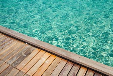 Tour de piscine en bois à Toulouse
